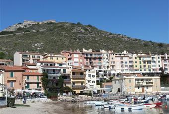 Zona centrale a 150 mtrs dalla marina, 20 mtrs dalla farmacia, 150 mtrs dal supermercato coop e 300 mtrs dal parcheggio pubblico Toscana GR Monte Argentario