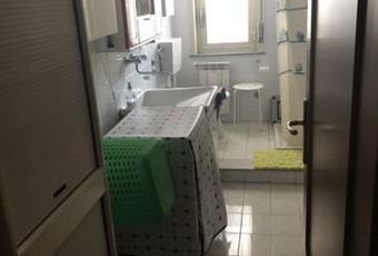 Il pavimento è piastrellato, il bagno è luminoso Sicilia ME Milazzo