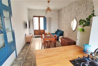 Il salone è luminoso, il pavimento è piastrellato Campania AV Calitri
