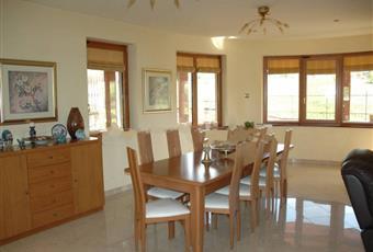 Il pavimento è piastrellato, la cucina è con cucina a isola, la cucina è luminosa Calabria CZ Soveria Mannelli