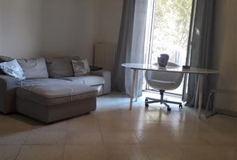 Il pavimento è piastrellato, il salone è luminoso Campania NA Napoli