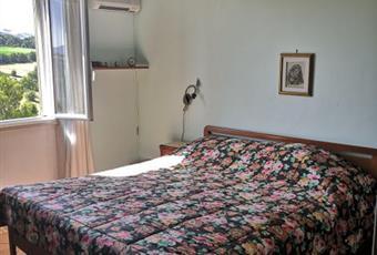Il pavimento è piastrellato, la camera è luminosa Molise IS Sant'Elena sannita