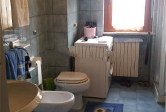 Il pavimento è piastrellato, il bagno è luminoso Abruzzo TE Martinsicuro