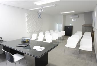 Una sala riunioni e una sala conferenze.Multimediali, complete di Smart TV, proiettore, schermo gigante e lavagna a fogli mobili. Friuli-Venezia Giulia UD Campoformido