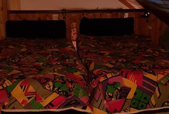 Il pavimento è piastrellato, il salone è con travi a vista, il salone è luminoso Lazio RM Subiaco