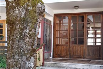 Esterno del residence , ingresso e giardino con posto auto Lazio RM Subiaco