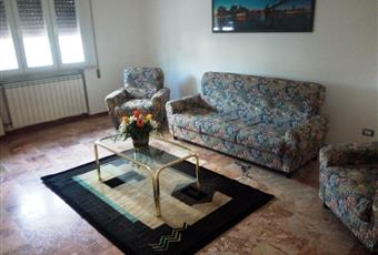 Il pavimento è di parquet, il salone è luminoso Emilia-Romagna FE Lagosanto