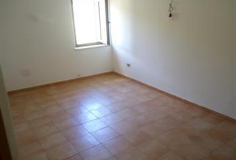 Il pavimento è piastrellato, il salone è con camino Lazio RI Antrodoco