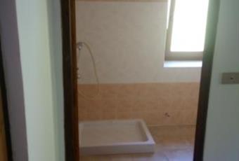 Il pavimento è piastrellato, il bagno è luminoso Lazio RI Antrodoco
