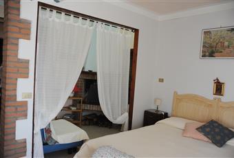 Il pavimento è piastrellato, la camera è luminosa Umbria TR Narni