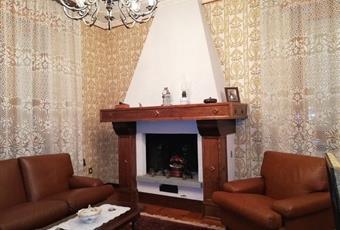 Il salone è con porta finestra, camino Piemonte AL Villadeati