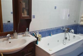 Il bagno è luminoso, il pavimento è piastrellato Toscana FI Empoli