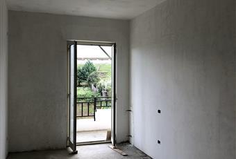 Seconda Stanza da letto, con porta ampia che da sul balcone lato monte, destinato a servizi Sicilia ME Barcellona pozzo di Gotto