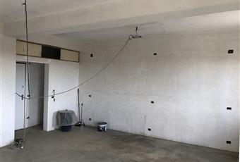 In questa parte del salone è stata prevista la possibilità di reallizzare una terza stanza da letto più piccola di circa 9 metri quadri Sicilia ME Barcellona pozzo di Gotto