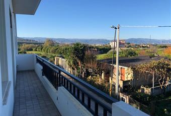Nell'ampio balcone lato monte è stato previsto la possibilità di realizzare due spazi da destinare a bagno, lavanderia e/o ripostiglio Sicilia ME Barcellona pozzo di Gotto