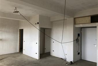 La stanza funge da ingresso, con un piccolo ripostiglio all'entrata, cucina, stanza da pranzo, salotto e soggiorno, misura cira 50 m2, dalla stessa si può ricavare una seconda stanzetta da 12 m2 circa. Sicilia ME Barcellona pozzo di Gotto