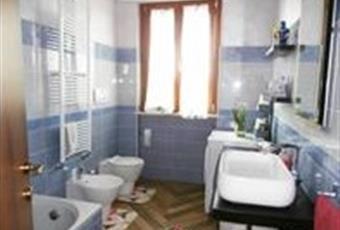 Il primo bagno e situato in camera da letto con doccia filo pavimento e rifiniture sui muri con mosaico. Il secondo di servizio situato in corridoio, ha una bella vasca e molto luminoso Lombardia MI Arconate