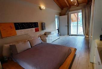 La camera è luminosa, il pavimento è di parquet Lombardia BS Malonno