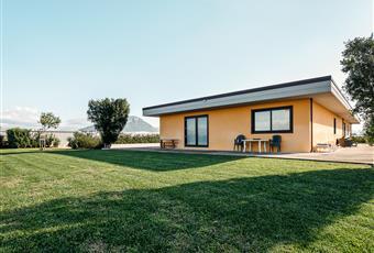 Ingresso esterno e giardino. Campania SA Capaccio