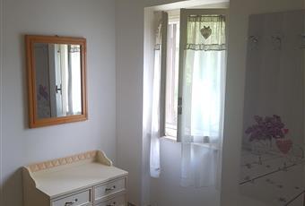 La camera è luminosa, con finestra, armadio a muro, 2 letti di cui uno estraibile Calabria CZ Nocera Terinese