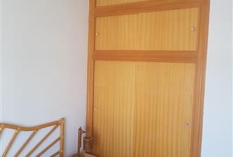 Stanza luminosa con soffitto alto, con armadio a muro. Calabria CZ Nocera Terinese