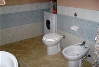 bagno con antibagno ( stenditoio) lavatrice doccia Sardegna CI Portoscuso