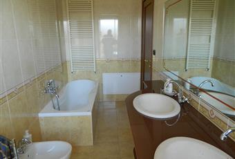 Il pavimento è piastrellato, il bagno è luminoso Basilicata PZ Potenza