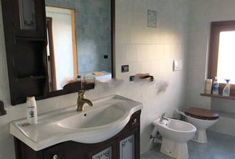 Il pavimento è piastrellato, il bagno è luminoso Valle d'Aosta AO Saint-marcel