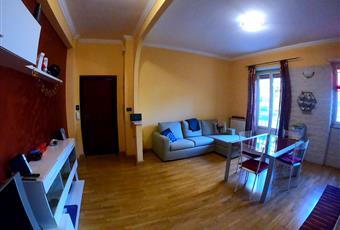 Il pavimento è di parquet, il salone è luminoso Lazio RM Roma