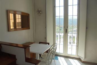 La stanza è luminosissima e molto alta, il pavimento è piastrellato, il salone è con porta finestra Calabria CS Praia a mare