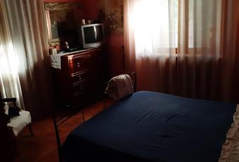 La camera è luminosa, il pavimento è di parquet Lombardia PV Val di Nizza