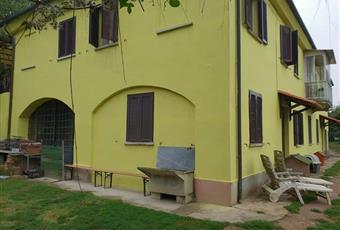 Il pavimento è di parquet Piemonte AT Asti