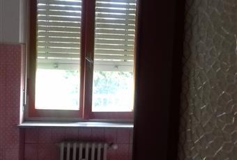 doccia e vasca da bagno, finestra con balcone Piemonte AL Tortona