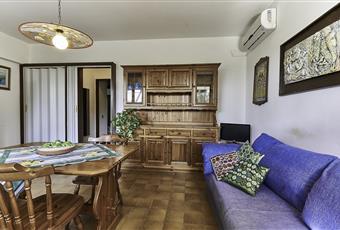 Salone luminoso con pavimenti in ceramica Puglia TA Pulsano