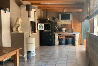 Il pavimento è piastrellato, il salone è con travi a vista Puglia BR Brindisi