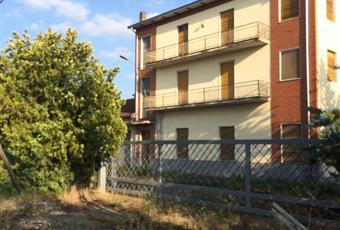 Stabile, Palazzo in Vendita in Strada Provinciale 98 di Mulazzano 98 a Lesignano de' Bagni