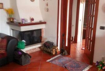 Il pavimento è piastrellato, il salone è con camino Campania BN Telese Terme