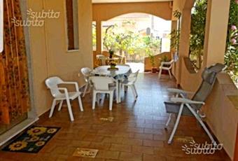 Il salone è con soffitto a volta, il pavimento è piastrellato, la cucina è con travi a vista, la cucina è luminosa Sicilia SR Avola