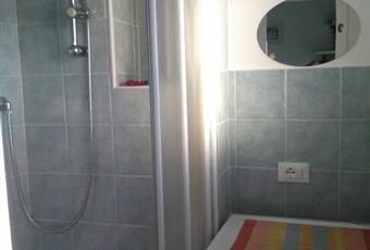 Questa è la stanzetta dove ci sono la doccia e la lavatrice; anche qui c'è una piccola finestra. Marche PU Mondolfo