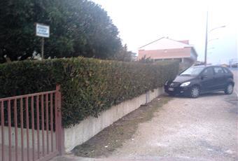 come si vede dalla prima foto, il posto auto è piccolo... si può però parcheggiare davanti alla palazzina, o anche sul retro Marche PU Mondolfo