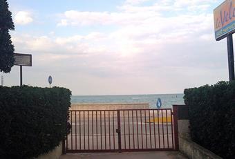 Dal giardino del condominio, e dal cancello uscendo Marche PU Mondolfo