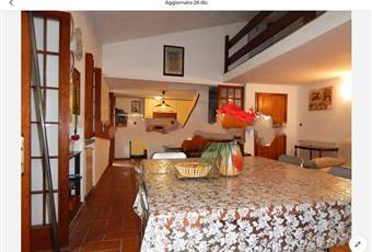 Il pavimento è piastrellato, il salone è con porta finestra, il pavimento è di parquet Liguria SP Riomaggiore