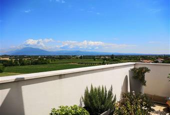 Il pavimento della terrazza è a listoni per esterni  Lombardia BS Desenzano del Garda