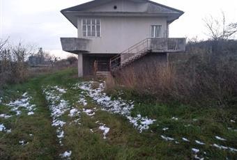 Casa mai abitata e con garage adiacente e terreno