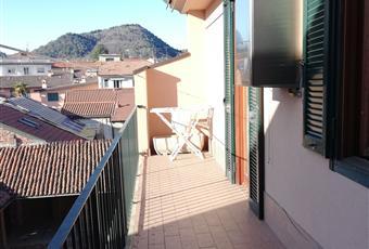 lato  vista su  Rocca Borromea e interno paese. Lombardia VA Angera