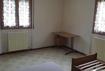 Il pavimento è piastrellato, la camera è luminosa Lombardia SO Teglio