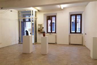 Il pavimento è piastrellato, il salone è luminoso Lombardia MN Mantova