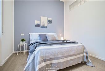 Il pavimento ceramica effetto parquet, la camera è luminosa Lombardia MI Milano
