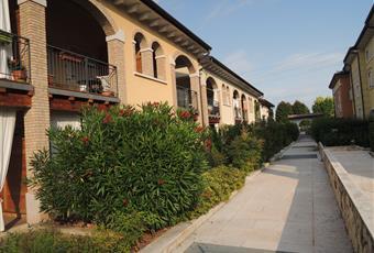 Palazzina molto caratteristica, ordinata e con del bel verde Veneto VR Pescantina