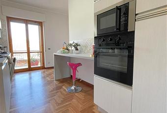 Il pavimento è di parquet, la cucina è luminosa. Abruzzo PE Scafa